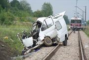 Xe buýt đâm tàu hỏa tại Ba Lan, 9 người chết