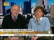 """Bí ẩn vụ sát hại Hoa hậu nhí JonBenet Ramsey-Kỳ 3: """"Vụ xử của giới truyền thông"""""""