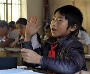 Cậu bé khuyết tật người Mông ham học