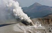 Núi lửa Shinmoe của Nhật Bản đang phun trào, gây ra những chấn động tại đảo Kyushu