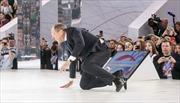 Cảnh Ngoại trưởng Nga ngã sấp mặt gây sốt cộng đồng mạng