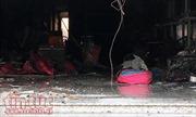 Giải cứu 3 người trong tiệm túi xách bốc cháy lúc rạng sáng nay