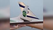 Va vào nhau trên đường băng, hai máy bay bị dính chặt đuôi