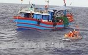 Cứu nạn kịp thời 4 thuyền viên bị kiệt sức do chìm tàu trên biển