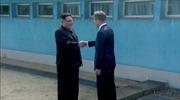 Video Tổng thống Hàn Quốc và nhà lãnh đạo Triều Tiên có cái bắt tay lịch sử