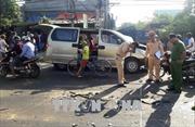 Xe tải va chạm với xe du lịch, 6 người bị thương