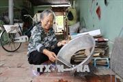 74 tuổi vẫn rong ruổi lượm ve chai để xây dựng quỹ khuyến học