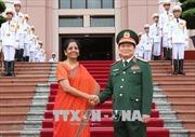 Bộ trưởng Bộ Quốc phòng Ấn Độ thăm chính thức Việt Nam
