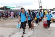Trên 250 thí sinh huyện đảo Phú Quý vào đất liền chuẩn bị dự thi THPT quốc gia