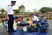 30 kg pháo nổ nhãn hiệu Trung Quốc được giấy trong chiếc xuồng máy