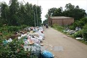Đối thoại bất thành, người dân vẫn tập trung chặn xe rác ở Đức Phổ