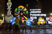 Người dân Indonesia đội nắng xếp hàng dài mua vé xem ASIAD