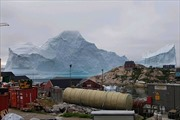 Nguy cơ sóng thần từ tảng băng khổng lồ trôi sát ngôi làng Đan Mạch