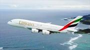Thót tim khoảnh khắc thiết bị không người lái lượn sát máy bay chở 850 hành khách