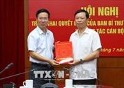 Đồng chí Phạm Văn Linh nhận nhiệm vụ Phó Chủ tịch chuyên trách Hội đồng Lý luận Trung ương