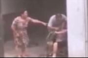 Con trai ép mẹ già ăn cỏ vì cãi nhau với con dâu