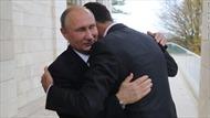 Thấy gì qua bức ảnh Tổng thống Putin ôm nhà lãnh đạo Syria al-Assad?