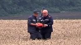 Video tìm thấy hộp đen máy bay MH17