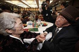 Nước mắt đoàn tụ sau hơn 60 năm ly tán do Chiến tranh Triều Tiên