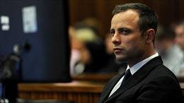 """""""Người không chân"""" Pistorius lại ra hầu tòa"""