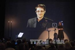 """""""Mở cửa"""" bộ dữ liệu mật của Snowden cho báo giới"""