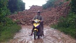 Nhiều tuyến giao thông ở Quảng Ngãi bị sạt lở do mưa lũ