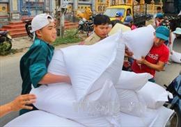 Hỗ trợ gạo cho người dân bị thiệt hại do bão số 10