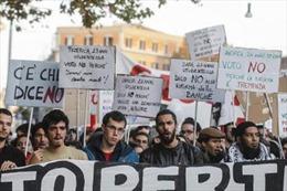 Chính trường Italy chao đảo vì trưng cầu ý dân