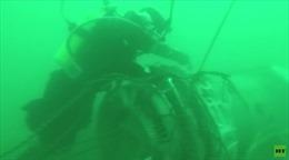 Thợ lặn Nga cần mẫn tìm mảnh vỡ Tu-154 dưới đáy biển lạnh lẽo