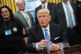 Ông Trump áp đặt giới hạn vận động hành lang với quan chức