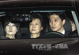 Cựu Tổng thống Park bị thẩm vấn tại trung tâm giam giữ