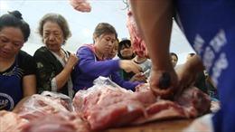 Vì sao đến giờ doanh nghiệp kinh doanh thịt lợn mới giảm giá 'sốc'?