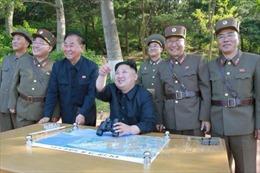 Ông Kim Jong-un hứa 'tặng thêm quà' cho Mỹ sau vụ thử tên lửa có thể mang đầu đạn hạt nhân