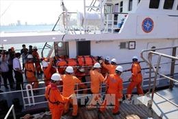 Bà Rịa-Vũng Tàu: Hải quân đưa ngư dân bị nạn từ biển xa về bờ chữa trị