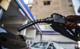 Giá dầu thô đi xuống, giá xăng của Mỹ tăng mạnh