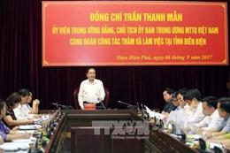 Chủ tịch Ủy ban Trung ương MTTQ Việt Nam tặng quà hỗ trợ Điện Biên khắc phục hậu quả mưa lũ