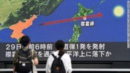 Người Nhật Bản vội vã trú ẩn khi tên lửa Triều Tiên bay ngang