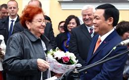 Gặp người phụ nữ Slovakia tặng hoa Bác Hồ 60 năm trước