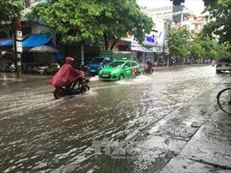 Mưa lớn, nguy cơ cao ngập lụt, sạt lở ở Trung Bộ và Nam Bộ