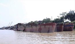 Hưng Yên: Bắt giữ 4 tàu hút cát trái phép trên sông Hồng
