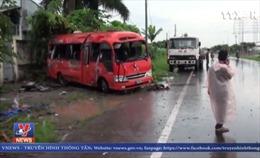 Ô tô đâm vào cột điện, 2 người chết, 14 người bị thương