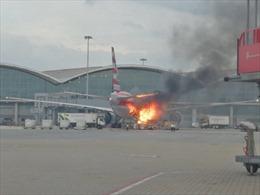 Cháy máy bay tại sân bay quốc tế Hong Kong