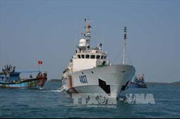 Quảng Ninh cứu hộ tàu cá bị hỏng máy trôi dạt trên biển