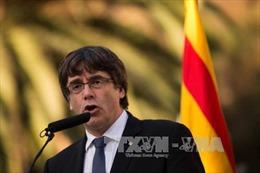 Thủ hiến Catalonia trì hoãn tuyên bố độc lập để đối thoại với Madrid
