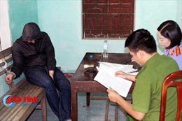 Hà Tĩnh: 8 đối tượng phê 'ma túy lạ' trong quán karaoke