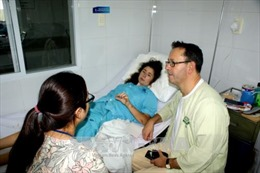 Cứu sống một du khách nước ngoài bị vỡ tim do tai nạn giao thông