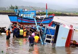 Tập trung tìm kiếm người mất tích, cứu chữa người bị thương do bão số 12