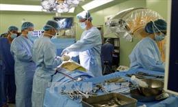 Phẫu thuật cắt thành công khối u 2 kg tại vùng cổ
