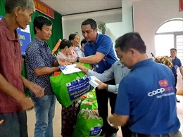 TP Hồ Chí Minh chia sẻ khó khăn cùng bà con bị ảnh hưởng bão số 12