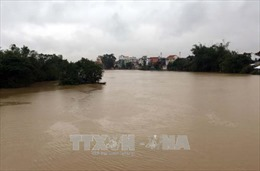 Mưa lớn kéo dài gây ngập lụt nghiêm trọng tại miền Trung